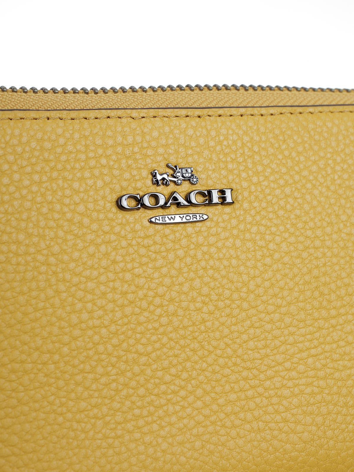 Coach Shoulder Bag In Dkebv Yellow Gold