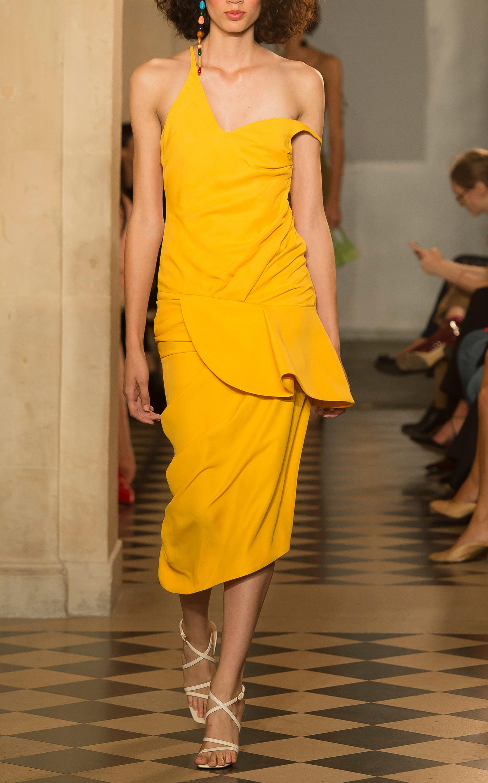 Jacquemus Off-The-Shoulder Sheath Dress In Yellow