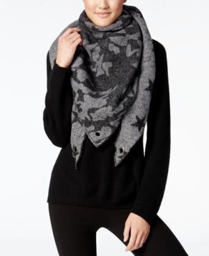 Steve Madden Camo Stars Triangle Blanket Wrap In Grey