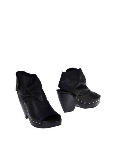 Ld Tuttle Ankle Boot In Black