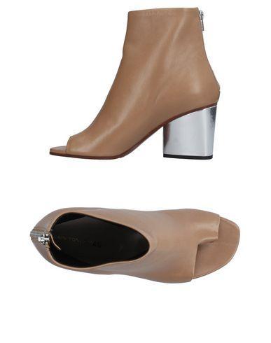 Alain Tondowski Toe Strap Sandals In Beige