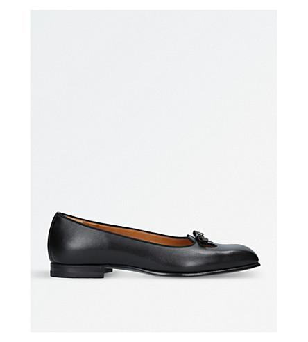 Gucci Show Fancy Leather Slip-on Shoes In Black