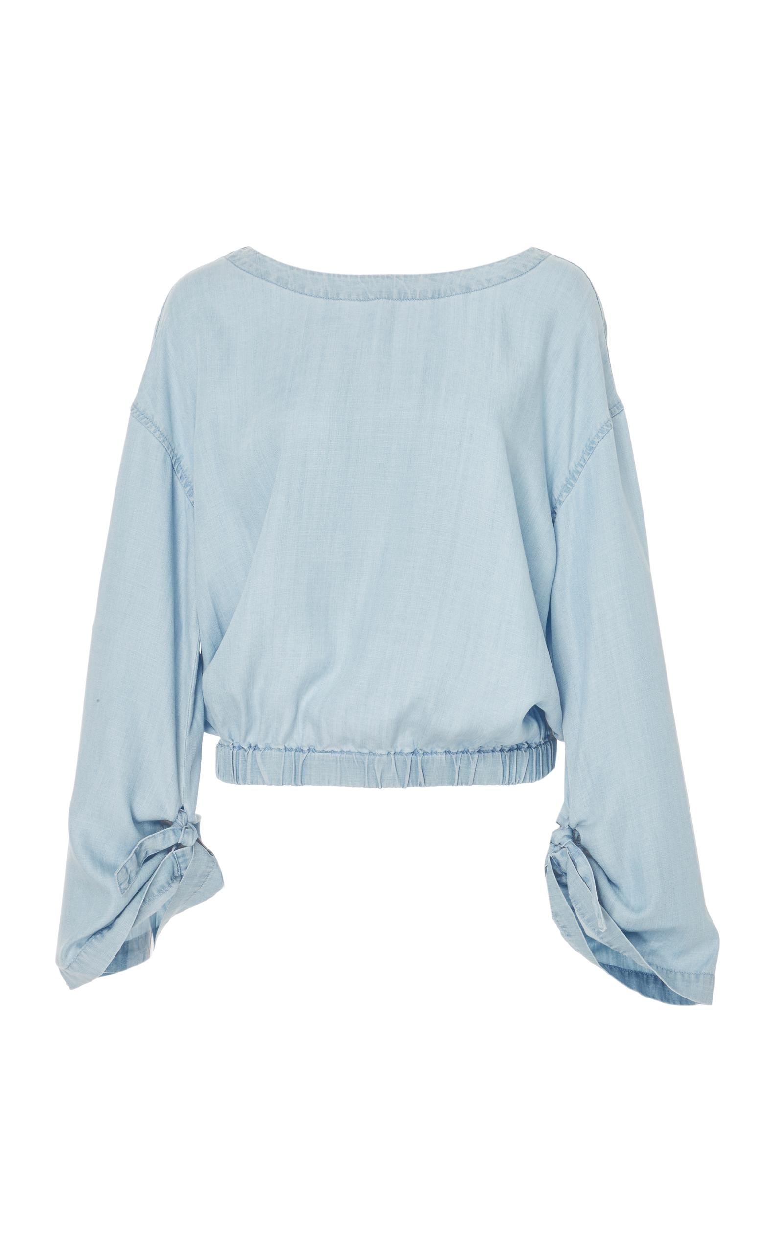 Frame Cinched Denim Chambray Top In Blue