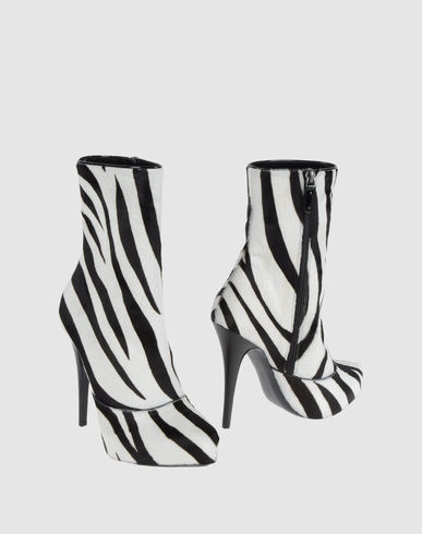 Barbara Bui Ankle Boot In White