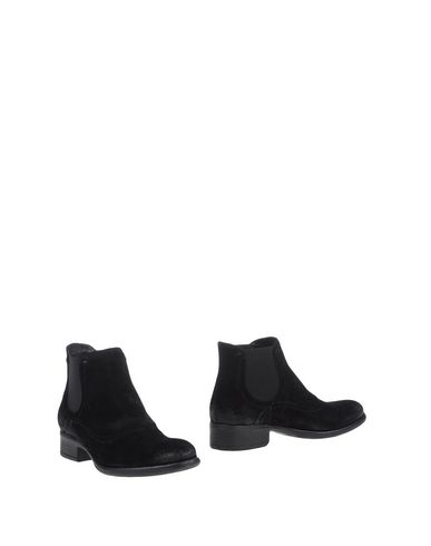 Manas Ankle Boots In Black