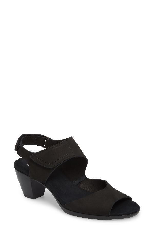 Munro Fabiana Sandal In Black Nubuck Leather