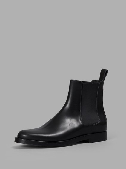 6ff8ac4b76041 Valentino  Beatle Rockstud  Leather Chelsea Boots In Blk Red