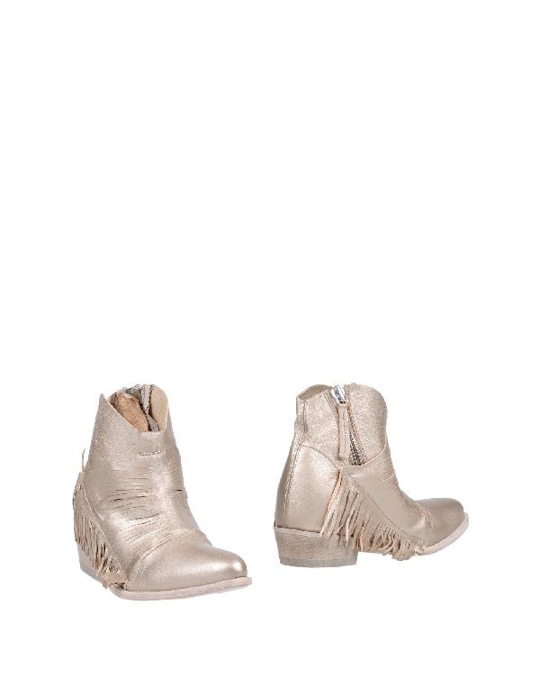 Cinzia Araia Ankle Boot In Beige