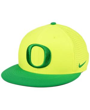 Nike Oregon Ducks Dri-fit Vapor Snapback Cap In Yellow/green