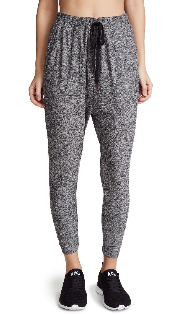 Beyond Yoga Weekend Traveler Midi Sweatpants In Black/white