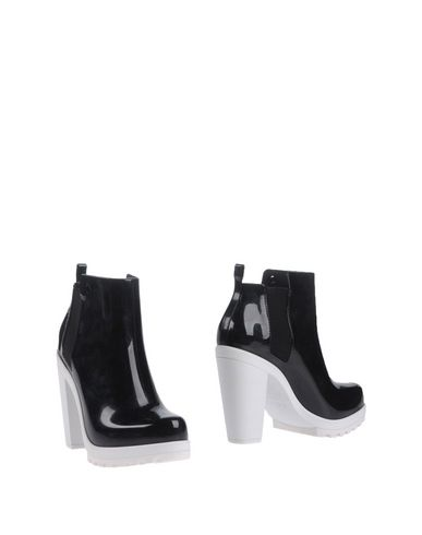 Melissa Ankle Boot In Black