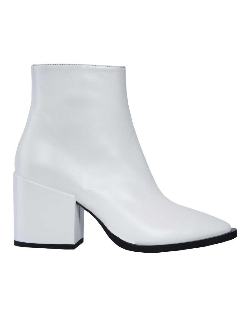 Mcq By Alexander Mcqueen Pointed Ankle Boots In Pearl