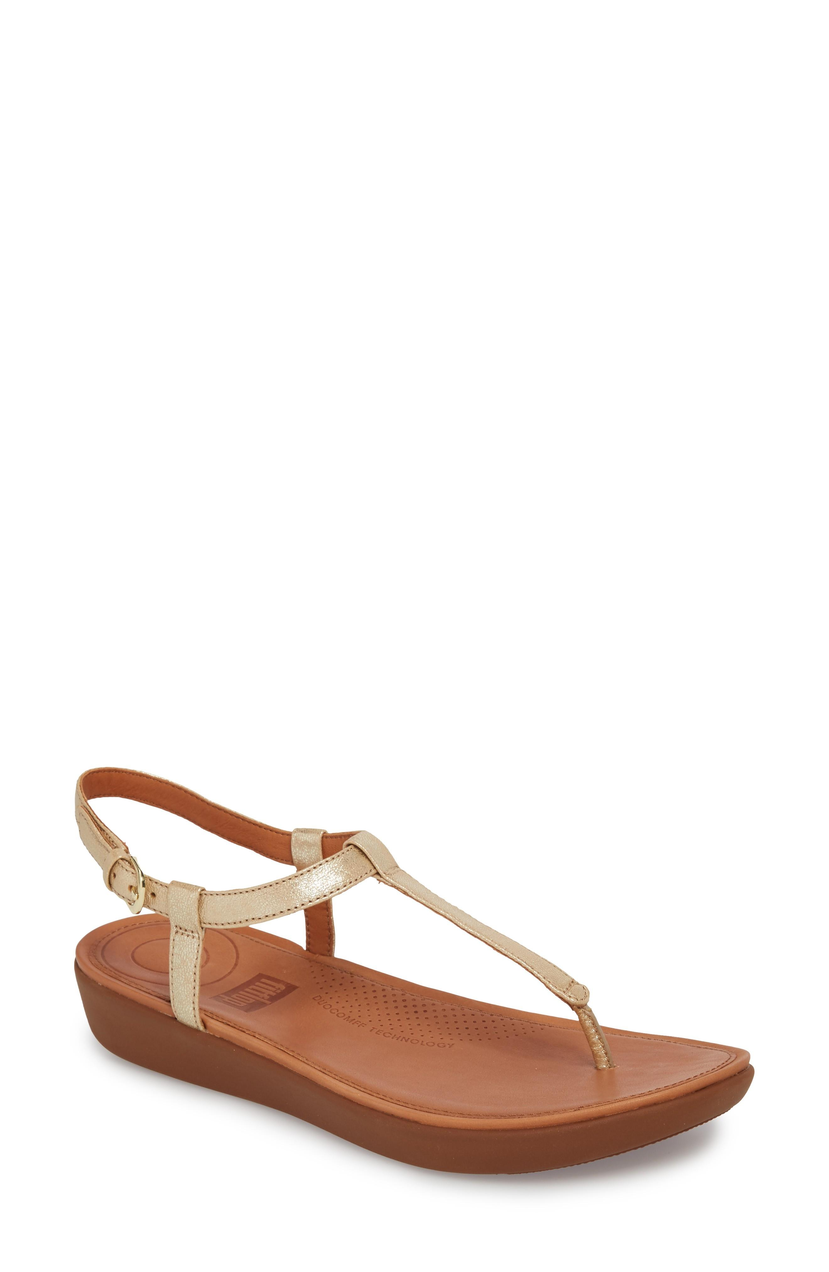 Fitflop Tia Thong Sandal In Pale Gold Leather