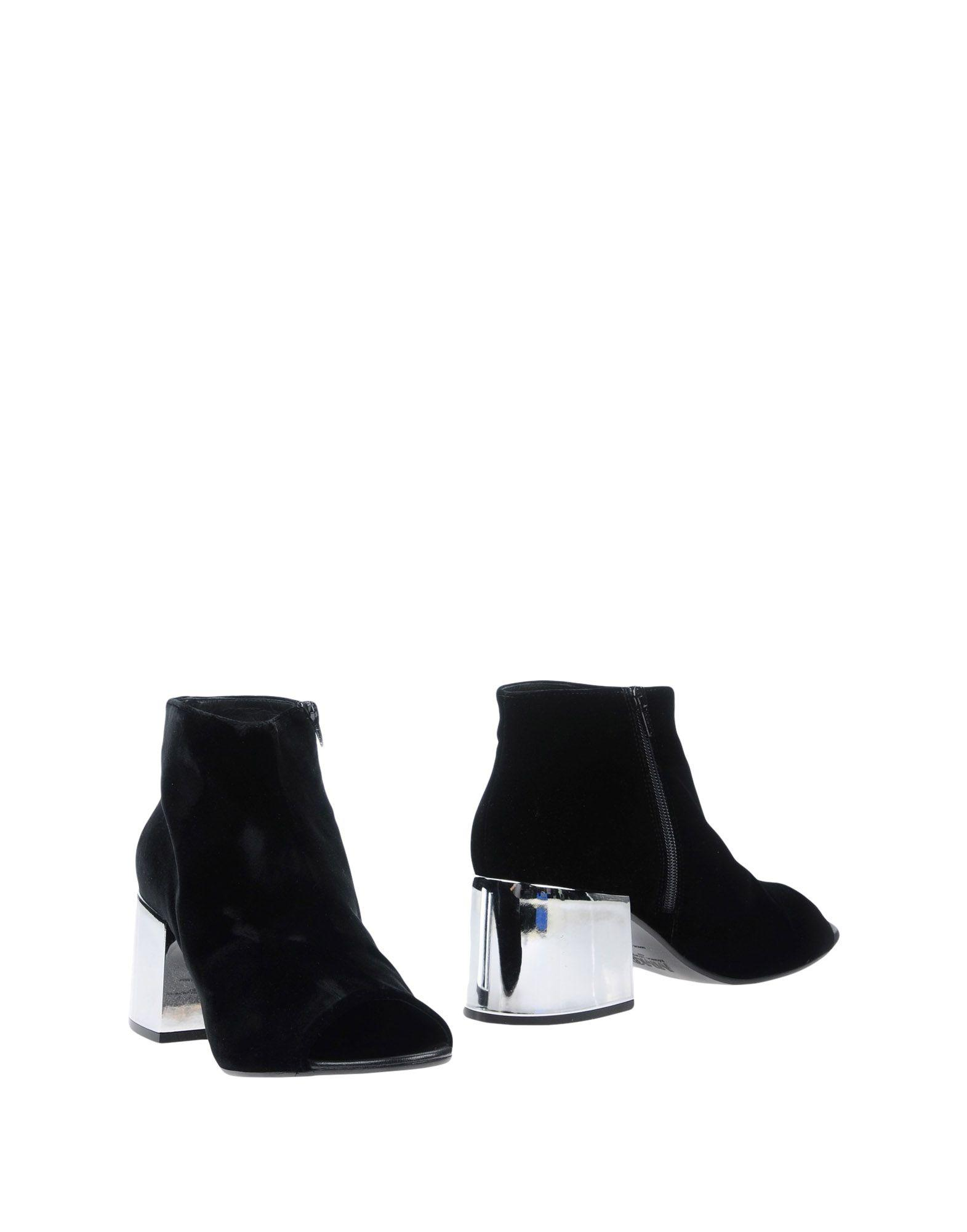 Mm6 Maison Margiela Ankle Boot In Black