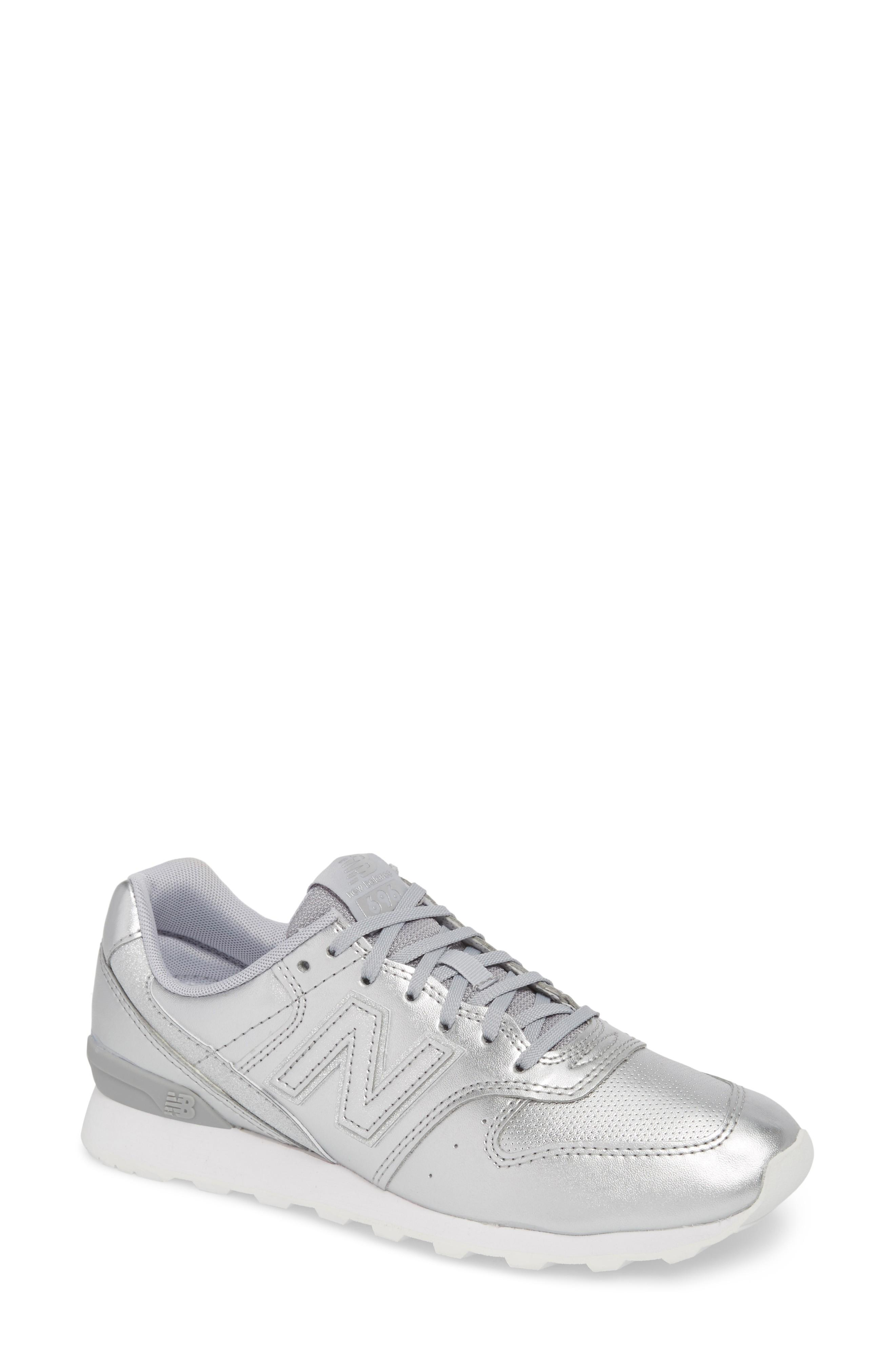 new product 095a7 08514 696 Sneaker in Metallic Silver