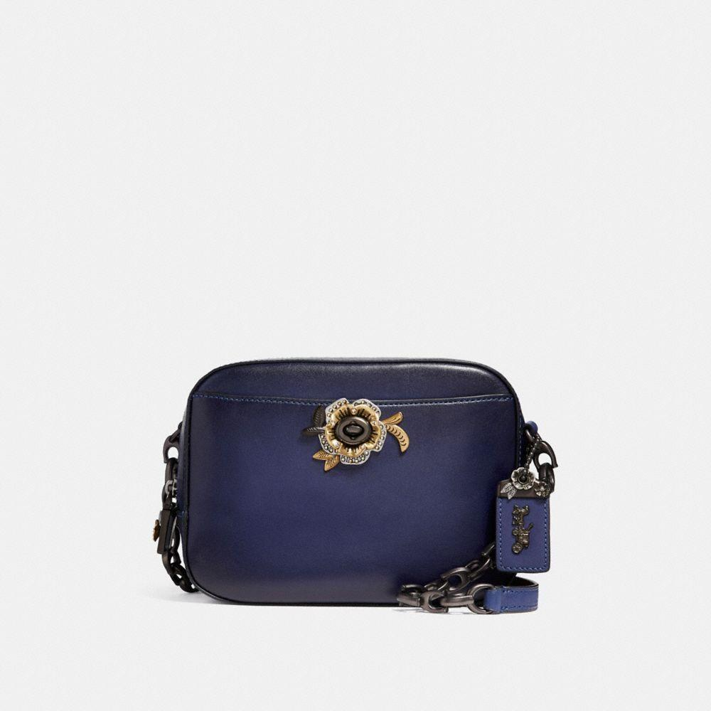 Coach Kameratasche Mit Tea Rose Motiv In Dark Royal/black Copper