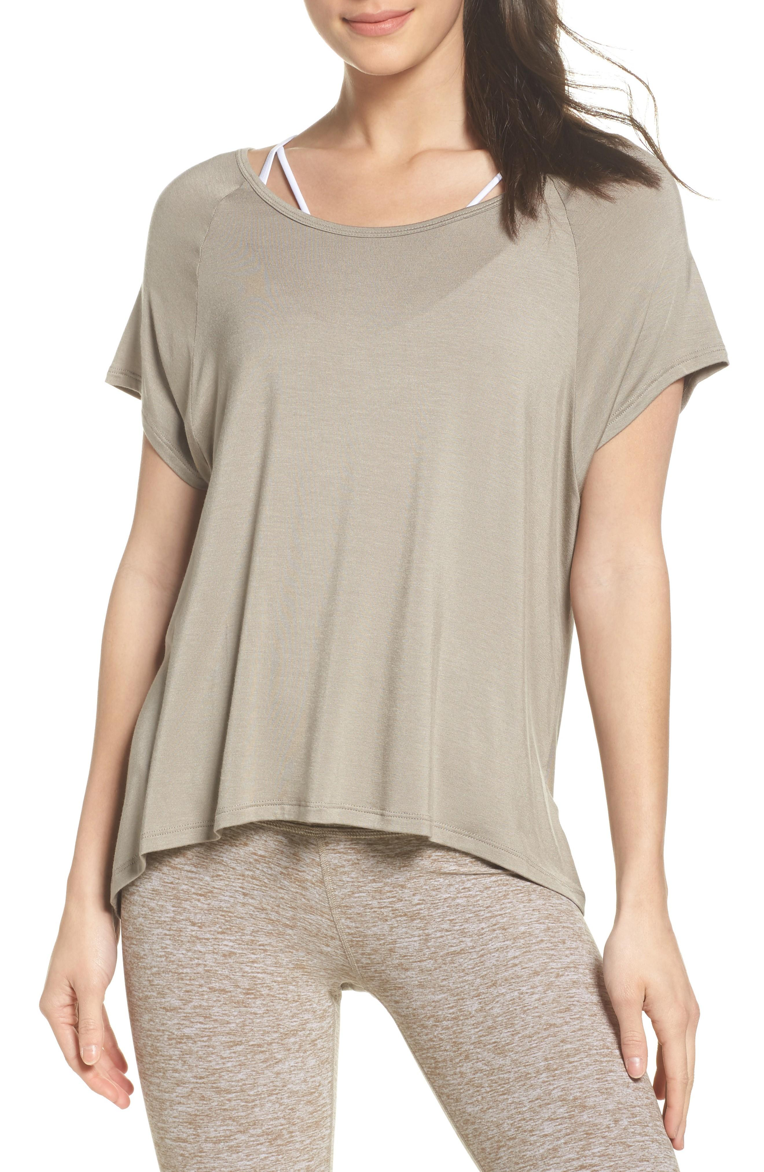 Beyond Yoga Slink Out Loud High/low Tee In Timber