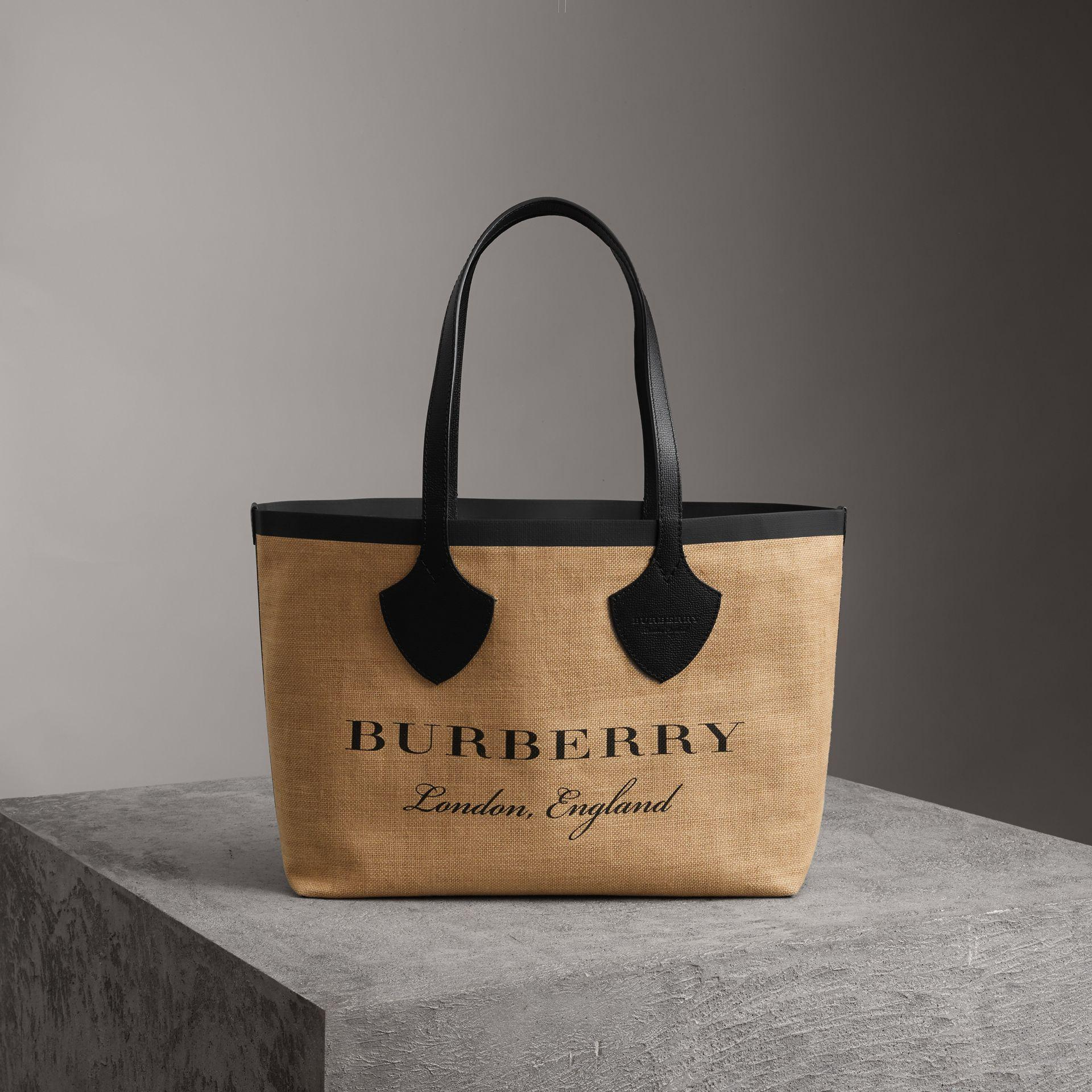 c2103401e4b6 Burberry The Giant Tote In Striped Jute In Black