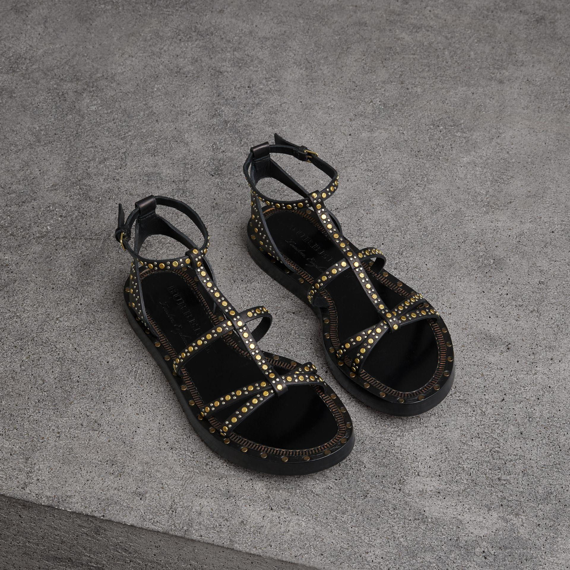 Burberry Riveted Leather Gladiator Sandals In Schwarz