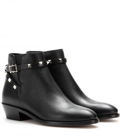 Valentino Garavani Rockstud Leather Ankle Boots In Llack
