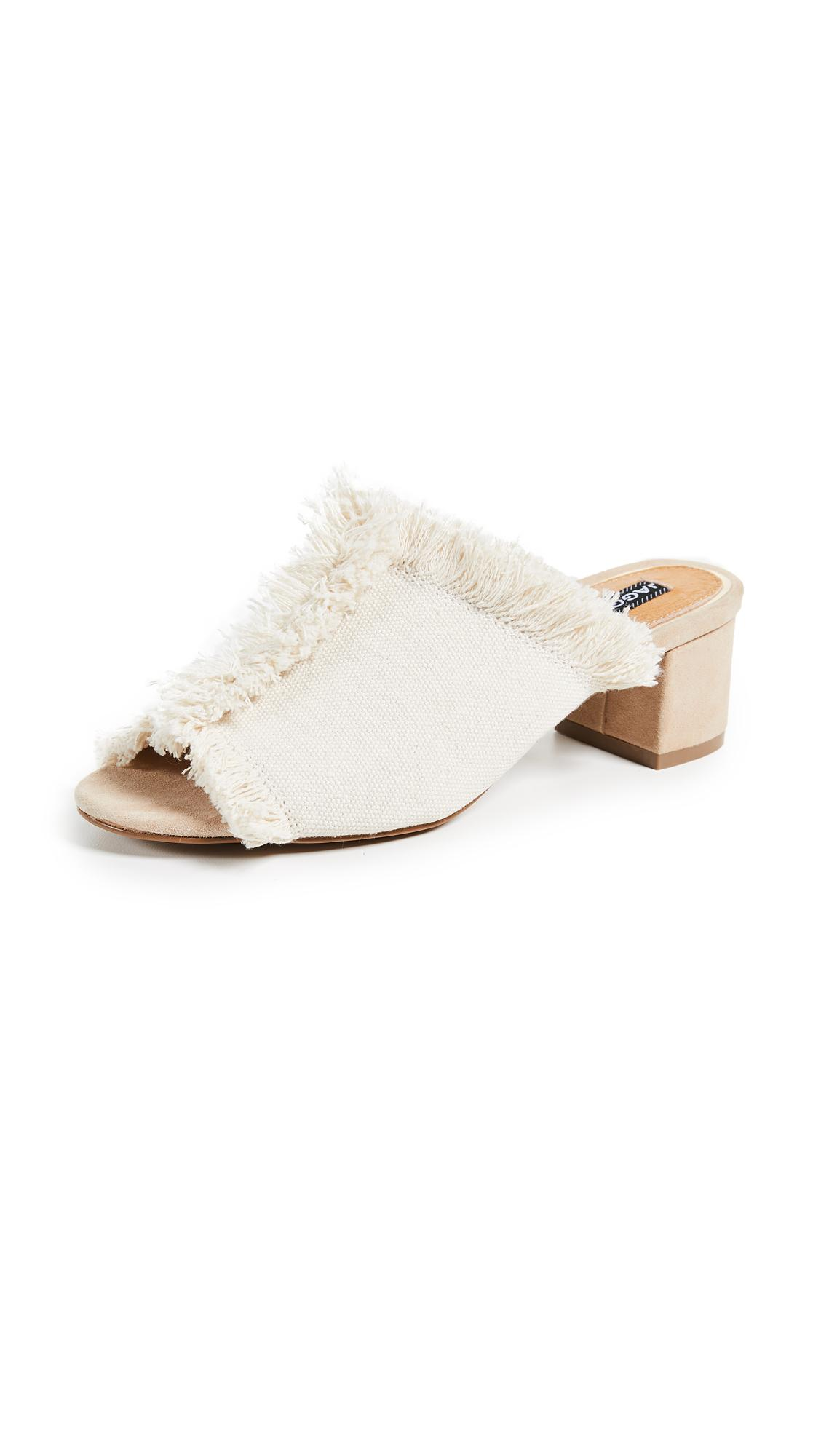 Jaggar Resolve Block Heel Sandals In Oatmeal