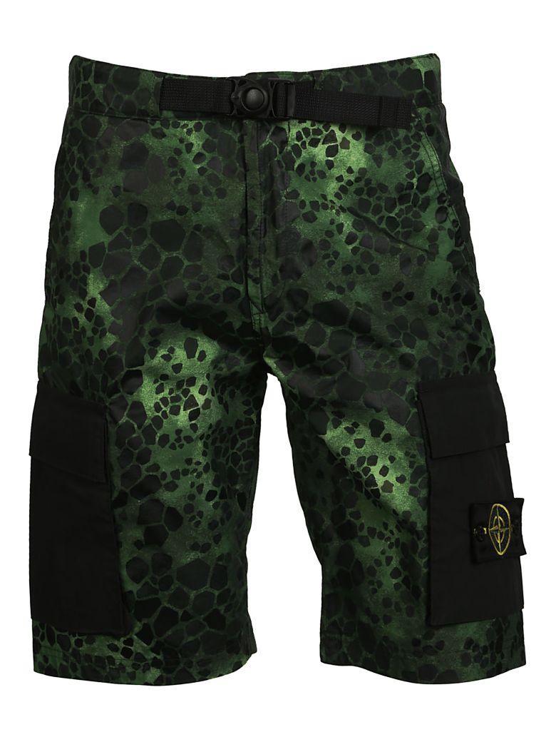 Stone Island Alligator Camouflage Print Shorts In Verde-nero