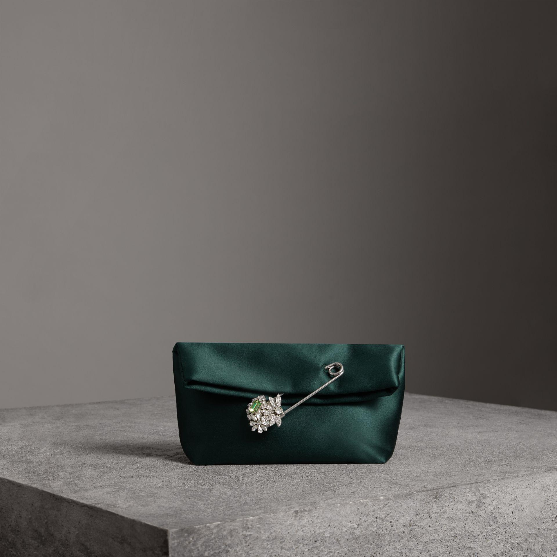 e5a3397ee4b8 Burberry The Small Pin Clutch In Satin In Green