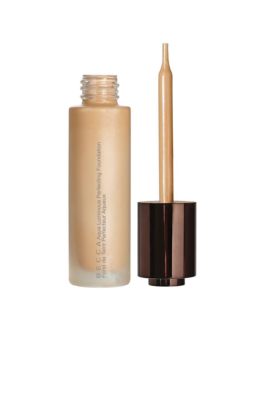 Becca Cosmetics Aqua Luminous Perfecting Foundation In Medium