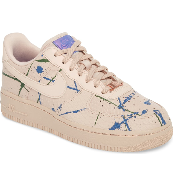 Air Force 1 '07 Lx Sneaker in Particle Beige