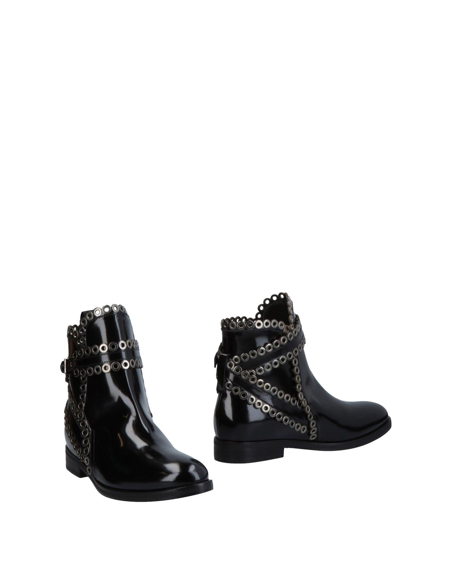 AlaÏA Ankle Boot In Black