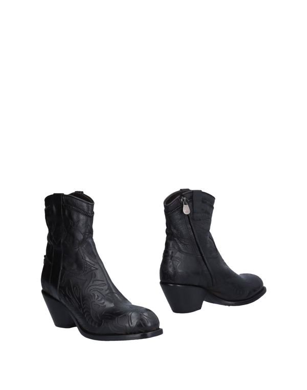 Le Ruemarcel Ankle Boot In Black