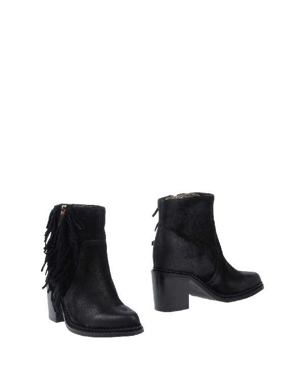 Essentiel Antwerp Ankle Boot In Black