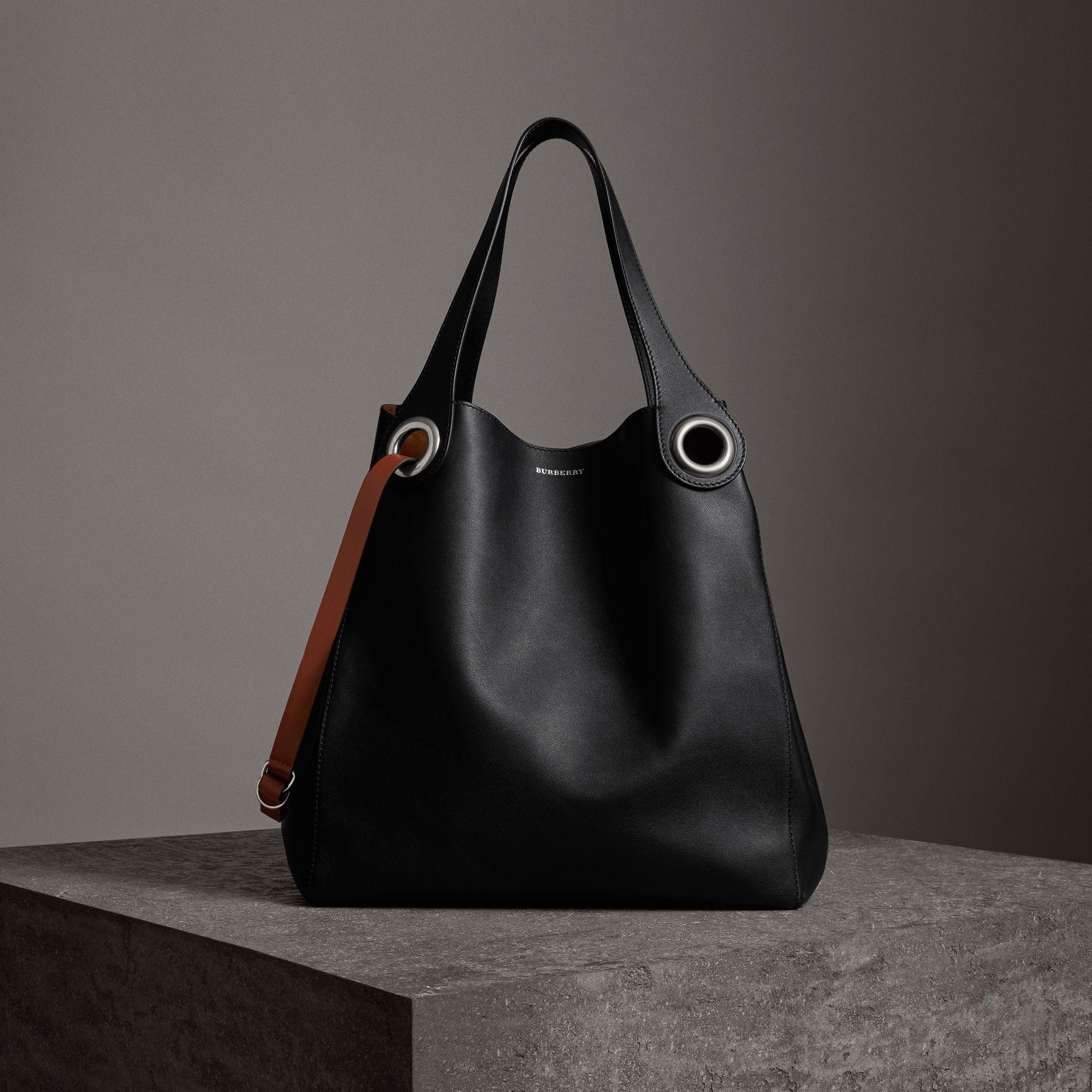 f71e9c657432 Burberry The Large Leather Grommet Detail Tote In Black