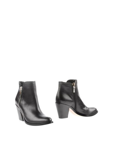 Le Silla Ankle Boot In Black