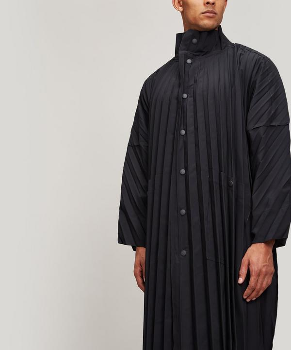 Homme Plississey Miyake Issey Miyake Pleated Raincoat In Black