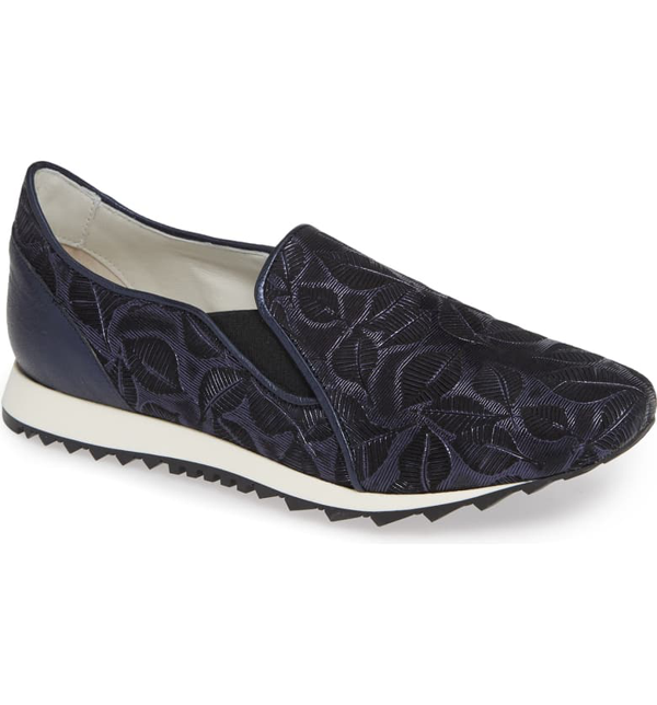 Amalfi By Rangoni Francia Slip-on Sneaker In Navy Leather