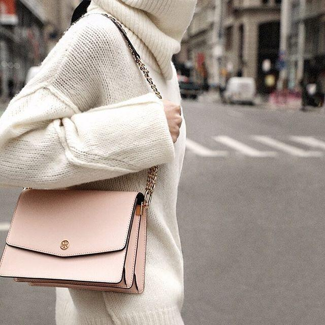 884d405389e TORY BURCH Robinson Convertible Metallic Leather Shoulder Bag - Pink in  Light Rose Gold
